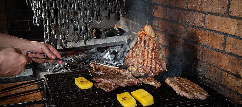 Cottura-carne-alla-brace-su-camino
