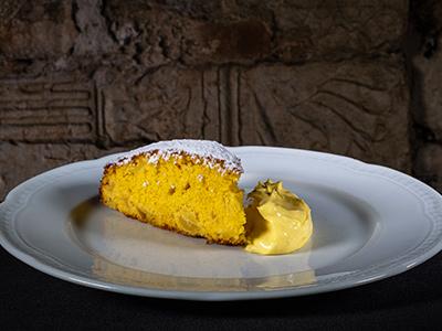 Squisita Torta di Mele con Crema Chantilly