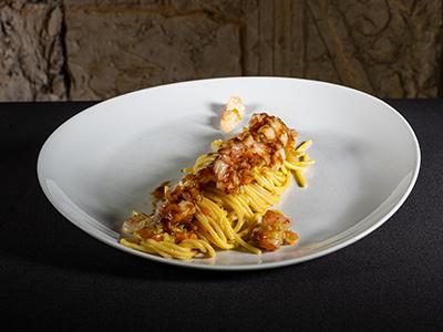 Piatto con Spaghetti di Semola e ragu di Gamberi